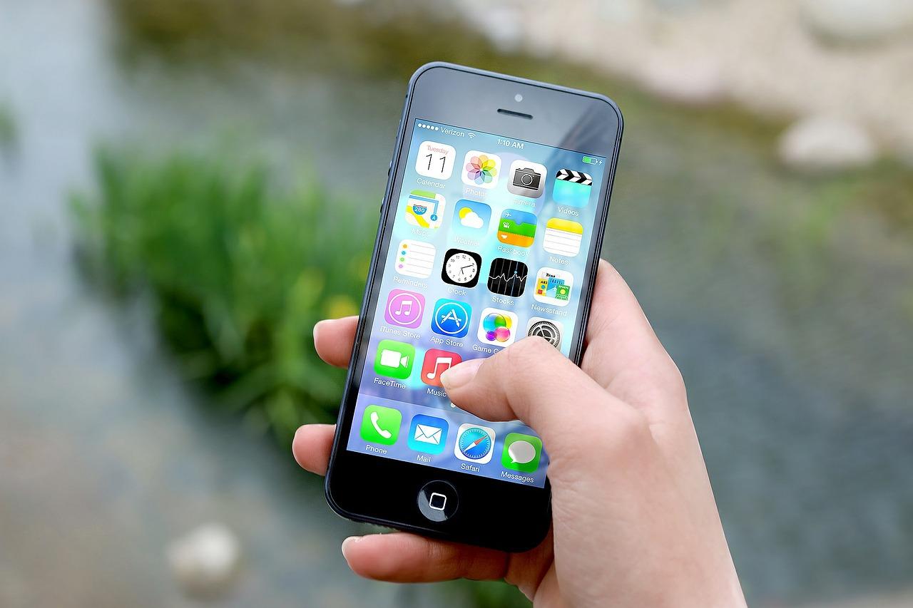Apple a Samsung zaplatí pokutu za  zpomalování mobilních telefonů