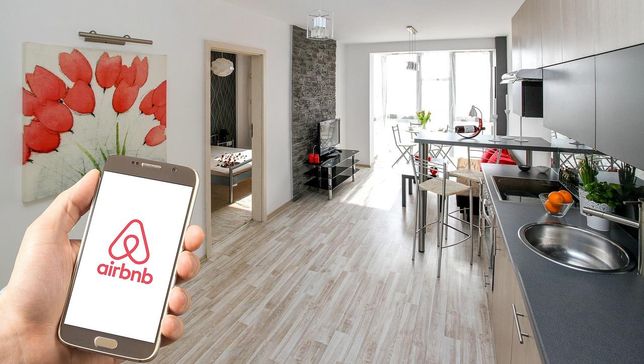 Každý desátý zahraniční návštěvník České republiky využil ubytování přes Airbnb nebo podobné zprostředkovatele
